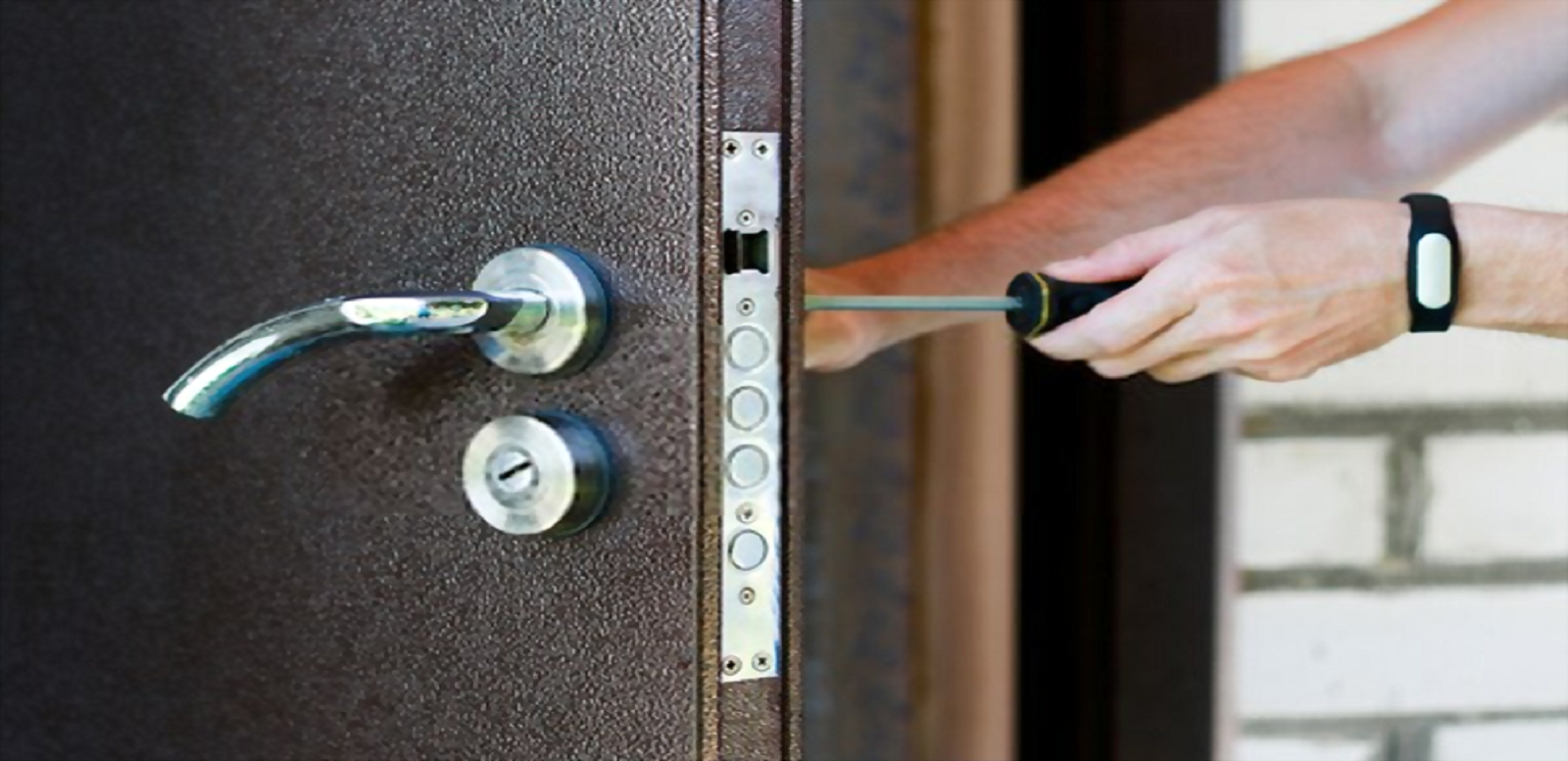 Experienced Home Burglary? Call A 24 Hour Locksmith Immediately